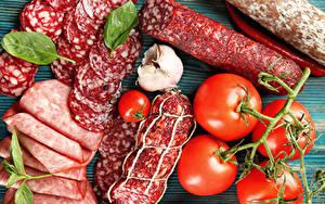 Картинка Мясные продукты Колбаса Томаты Чеснок Нарезка
