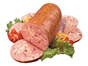 Фото Мясные продукты Колбаса Белым фоном Нарезанные продукты Пища