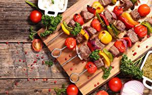 Фото Мясные продукты Шашлык Овощи Томаты Доски Разделочная доска Пища