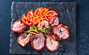 Фото Мясные продукты Томаты Нарезанные продукты Еда