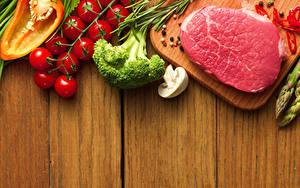 Обои Мясные продукты Овощи Помидоры Грибы Перец чёрный Свинина Доски Продукты питания