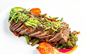 Картинки Мясные продукты Овощи Томаты Белом фоне Нарезка Пища