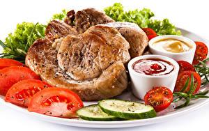 Фотография Мясные продукты Овощи Белый фон Кетчуп Пища