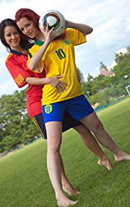 Фотография Мелисса Мендини Piper Fawn 2 Улыбка Униформа Мяч Руки Девушки
