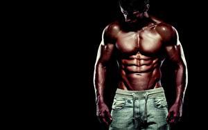 Картинка Мужчины Бодибилдинг Красивые Живот Мускулы На черном фоне