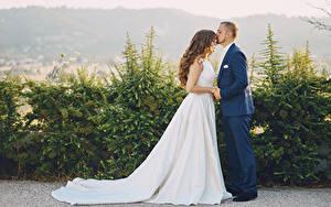 Фотография Мужчины Любовь 2 Свадьба Невеста Платье Шатенка Жених Девушки