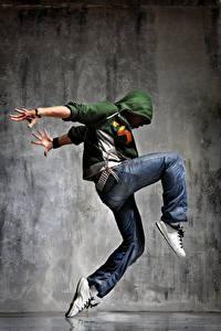 Фотографии Мужчины Негры Танцует Рука Джинсов Ног
