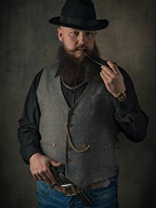 Фотография Мужчина Пистолеты Бородой Шляпа Ремень smoking pipe, vest