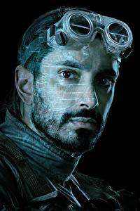 Картинки Мужчины Изгой-один. Звёздные войны: Истории Лицо Очках Черный фон Борода Bodhi Rook (Riz Ahmed) Фильмы