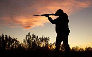 Обои для рабочего стола Мужчины Ружьё Силуэты Hunter shotgun evening