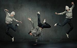 Обои Мужчины Трое 3 Танцы Прыжок Руки Ноги