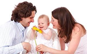 Картинки Мужчины Втроем Младенец Радость Шатенки Девушки