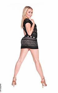 Фотографии Mia Malkova iStripper Белый фон Блондинок Смотрит Рука Платье Ног Туфли