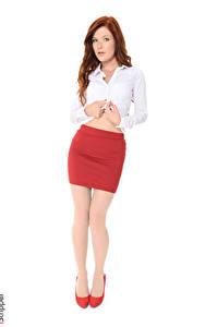 Картинка Mia Sollis iStripper Белом фоне Рыжая Рука Юбки Ноги Туфлях девушка