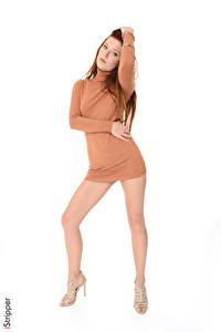 Фотографии Mia Sollis iStripper Белом фоне Рыжих Позирует Платья Рука Ноги Туфли девушка