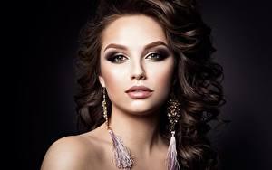 Фотография Модель Красивый Прически Косметика на лице Взгляд Серьги Девушки