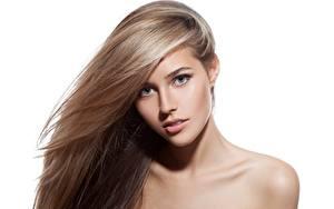 Картинки Модель Блондинка Макияж Волосы Взгляд Белом фоне Красивая Русая девушка