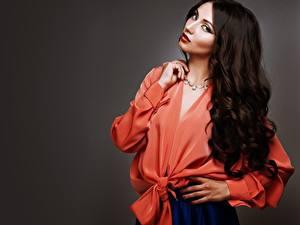 Картинки Модель Блузка Руки Макияж Волос Взгляд Брюнетка Девушки