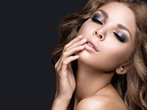 Фотографии Модель Лицо Макияж Красивая молодые женщины