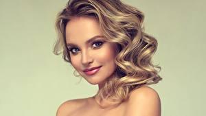 Картинки Фотомодель Причёска Улыбка Взгляд Красивые молодые женщины