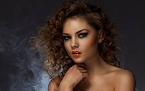 Фотография Кудрявые Мейкап Лица Смотрят Взгляд Причёска Волос Молодая женщина Девушки