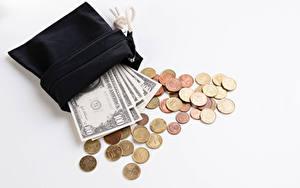 Картинка Деньги Банкноты Доллары Монеты Белом фоне Бумажник