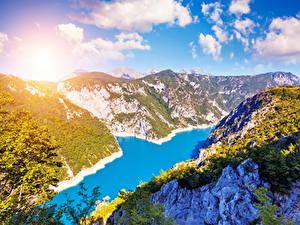 Фото Черногория Речка Горы Небо Пейзаж Облачно Lake Piva Природа