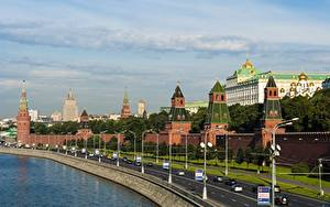 Картинка Московский Кремль Дороги Речка Россия Москва Уличные фонари город