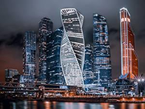Картинка Москва Россия Небоскребы Здания Ночные Moscow City город