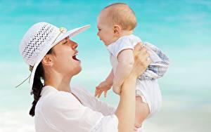 Обои Мать Грудной ребёнок Счастье Рука Шляпы девушка