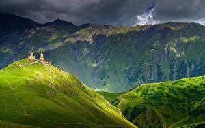 Обои Гора Грузия Облачно Kazbegi, Khevi Province Природа