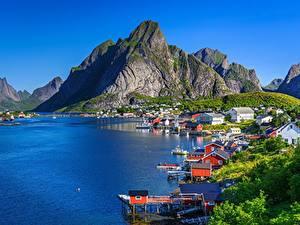 Картинки Гора Лофотенские острова Норвегия Берег Здания Reine, Moskenesøya