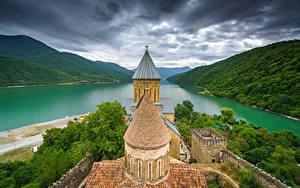 Фото Горы Речка Крепость Грузия Облака Башня Ananuri Природа