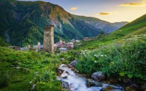 Фото Гора Камень Грузия Ручеек Траве Adishi, Upper Svaneti