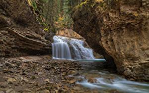 Картинка Горы Водопады Камни Утес Ручей Природа