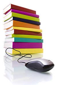 Картинки Компьютерная мышь Белом фоне Книги