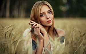 Фотографии Взгляд Руки Колос Размытый фон Nastya, Evgeniy Bulatov молодая женщина