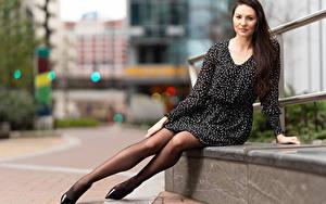 Картинки Natalia Larioshina Сидит Платье Ноги Смотрят Боке Девушки