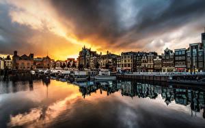 Фотографии Голландия Амстердам Вечер Дома Пирсы Облака Города