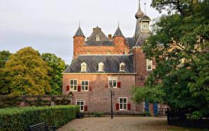 Фотография Нидерланды Замки Уличные фонари Кустов Скамейка Doorwerth Castle