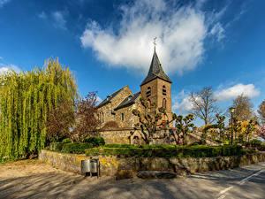 Фото Нидерланды Церковь Облако Деревьев Asselt Города
