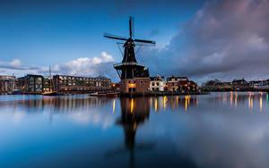 Фотография Нидерланды Вечер Здания Ветряная мельница Залива Papentorenvest, Haarlem город