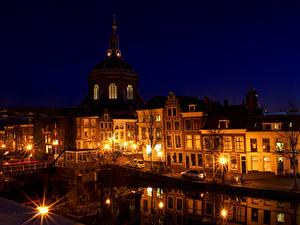 Обои Нидерланды Здания Мосты Ночью Уличные фонари Leiden Города