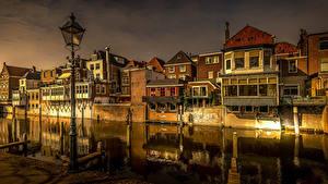 Картинки Голландия Здания Вечер Водный канал Уличные фонари Gorinchem Города