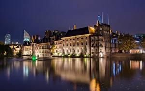 Обои для рабочего стола Голландия Здания Пруд Ночные Hague, Binnenhof город