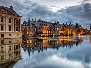 Картинки Голландия Дома Пруд Облака Отражение The Hague, Hofvijver Города