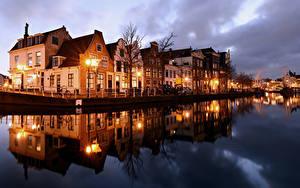 Обои для рабочего стола Голландия Дома Реки Вечер Уличные фонари Haarlem Города