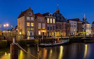 Картинка Нидерланды Здания Воде Лодки В ночи Maassluis