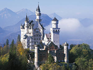 Картинка Нойшванштайн Германия Осень Горы Замки Бавария