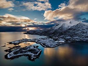 Обои Норвегия Лофотенские острова Побережье Горы Облачно Lødingen